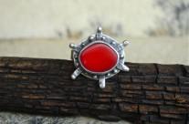Sarn – pierścionek z koralem