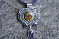 Yávë – amulet z bursztynem i ametystem