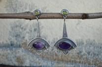 Ríana – długie srebrne kolczyki z ametystem i oliwinem