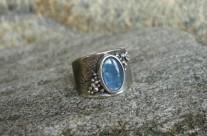 Lórellin – srebrna obrączka z kyanitem