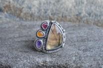 Klejnoty Morii – srebrny pierścień ze złotym labradorytem