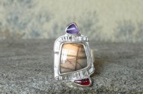 Menelmacar – srebrny pierścionek ze złotym labradorytem
