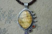 Smocze Oko – srebrny wisior z labradorytem