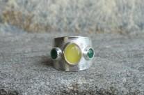 Lumos – srebrna, szeroka obrączka z bałtyckim bursztynem