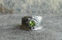 Facettes – srebrny pierścionek z oliwinem