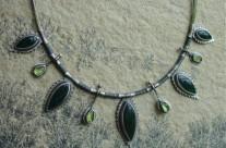 Dorthonion – srebrny naszyjnik z awenturynem i oliwinem
