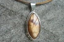 Árë – srebrny wisiorek z kamieniem słonecznym