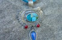 Cortez – srebrny amulet z turkusową mozaiką