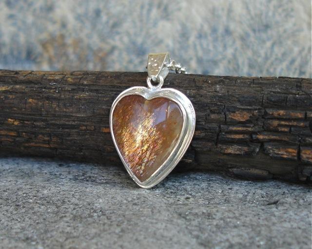 RivendelLove – serduszko z kamieniem słonecznym