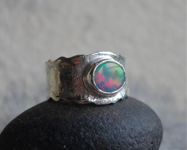 OPALE na dziko – srebrna obrączka z opalem szlachetnym