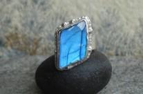 Linaewen – srebrny pierścionek z labradorytem