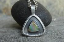 OpaLe – srebrny wisiorek z opalem szlachetnym