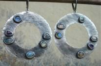 Circle – srebrne kolczyki z labradorytami