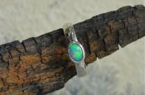 OpaLe – srebrny pierścionek z opalem szlachetnym