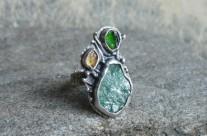 Fimbrethil – srebrny pierścień z fuchsytem