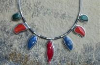 Ondolindë – naszyjnik z kolorowymi kamieniami
