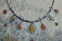 Majar – srebrny naszyjnik z bursztynami i karneolem