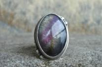 Amarië – srebrny pierścień z labradorytem