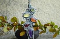 Yawanna – srebrny wisior z kolorowymi kamieniami