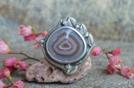 Z Krainy Wygasłych Wulkanów – bajkowy pierścień z rodzimym agatem