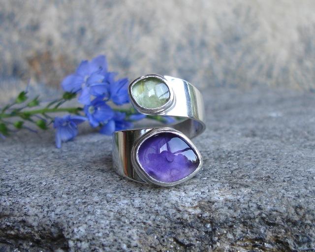 Ruban – srebrny pierścionek z ametystem i oliwinem