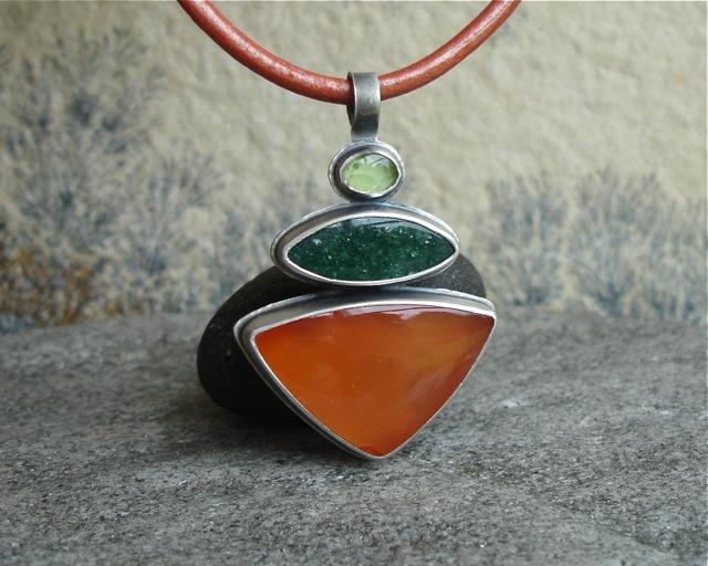 Annun – srebrny wisior z karneolem