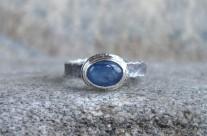 Petit – srebrny pierścionek z kyanitem