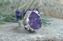 Klejnoty Morii – srebrny pierścień z ametystowa druzą