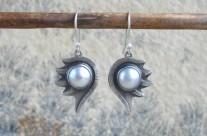 Loth – srebrne kolczyki z perłą