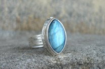 Luin srebrny pierścionek z labradorytem