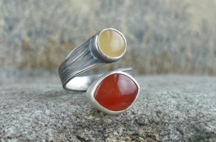 Ruban – srebrny pierścionek z bursztynem i karneolem