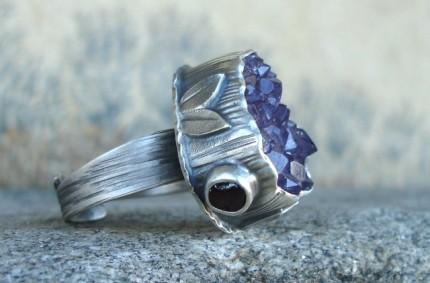 Klejnoty Morii – srebrny pierścień z ametystową druzą