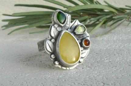 Aurë – srebrny pierścień z bursztynem