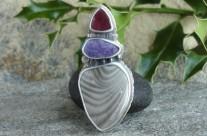 Ondo – srebrny wisior z krzemieniem pasiastym, jadeitem i mokaitem