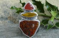 Gond-olen – srebrny wisior z kamieniami