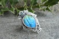 Czarodziejskie Lustro – srebrny pierścień z labradorytem