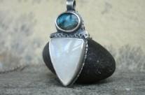 Eleth – srebrny wisiorek z kamieniem księżycowym i labradorytem