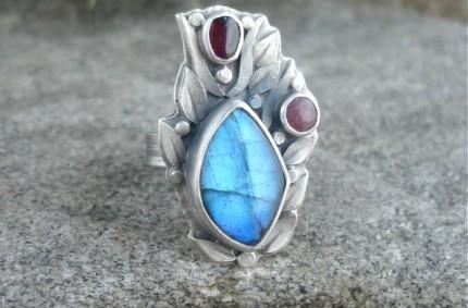 Nauglamìr – srebrny pierścień z labradorytem