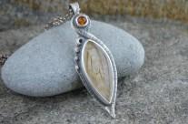 Miel – srebrny wisiorek z kwarcem rutylowym