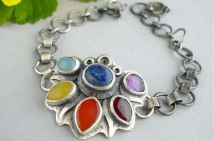 Coire – srebrna bransoletka z kolorowymi kamieniami