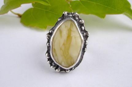 Niphred – srebrny pierścień z bursztynem