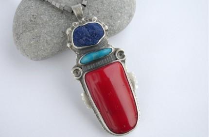 Macchu – srebrny wisior z koralem czerwonym
