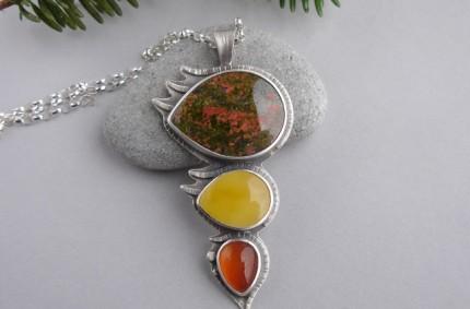 Z Jesiennym Wiatrem – srebrny wisior z unakitem, bursztynem i karneolem