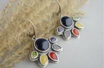 Oiolaire – srebrne kolczyki z kolorowymi kamieniami