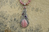 Rosaceae – srebrny naszyjnik z rodochrozytem