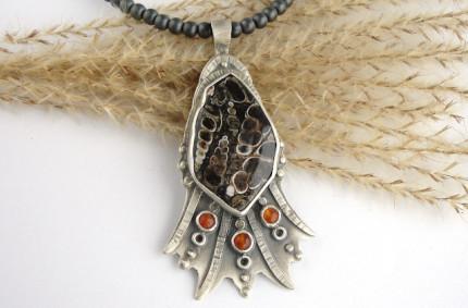 Concha – srebrny wisior z jaspisem muszlowym