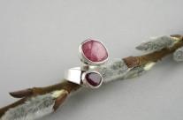 Ruban – srebrny pierścionek z rodonitem i granatem