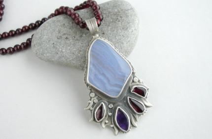 Uinena – srebrny wisior z chalcedonem błękitnym