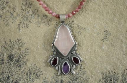 Carnil – srebrny wisior z kwarcem różowym