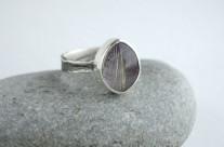 Viola – srebrny pierścionek z dubletem kwarcu na ametyście